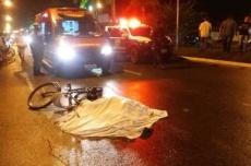 Ciclista morre após ter a cabeça esmagada por carreta