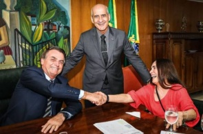 Ministro condena termo 'facção' usado por Regina Duarte em entrevista
