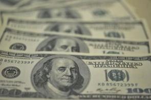 Bolsa sobe quase 2,15%, e dólar cai para R$ 5,10 em dia de recuperação