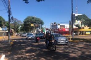 Motoristas fazem passeata pedindo reabertura de comércio de Dourados; vídeo