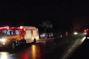 Colisão entre carro e carreta mata duas pessoas na MS-164