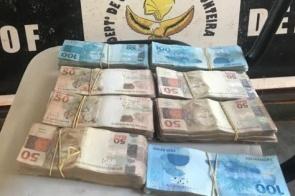 Homem é flagrado com quase R$ 50 mil não declarados