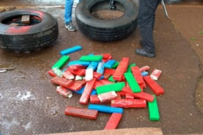 Carreta é apreendida com mais de 600kg de maconha nos pneus