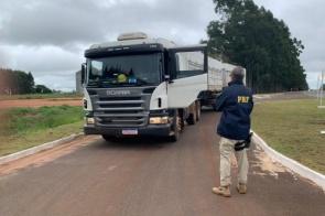 Carreta que transportava cocaína é apreendida em fazenda na fronteira