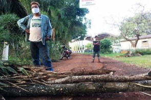 Após casos suspeitos, indígenas interditam entradas na Aldeia Panambi/Lagoa Rica