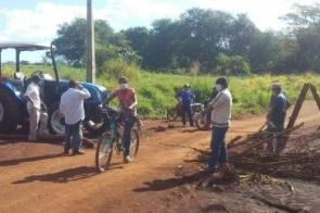 Gaudêncio líder indígena leva paulada de mulher contra bloqueio na aldeia