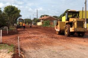 Itaporã: Com drenagem finalizada começa a pavimentação da Rua Antônio Vicente de Almeida