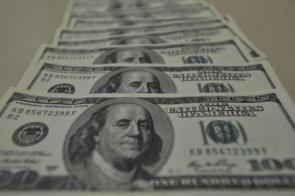 Dólar cai para R$ 5,45 e bolsa fecha no maior nível em dois meses