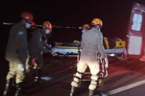 Colisão entre moto e carreta na perimetral termina com jovem morto