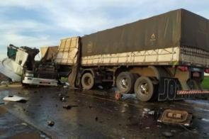 Acidente envolvendo duas carretas mata motorista na rodovia MS-134