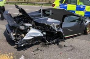 Lamborghini de R$ 1,3 mi é destruída em batida após 20 minutos de ser comprada