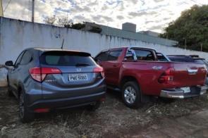 Polícia prende mulher em casa que guardava veículos roubados