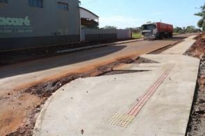 Rua Antônio Vicente de Almeida ganha calçada com piso tátil