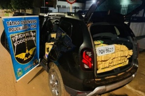 Veículo com ocorrência de furto é apreendido com mais de 700 kg de maconha