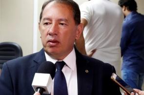 Tirar recurso do Fundeb para assistencialismo é puro atraso, diz líder do Governo