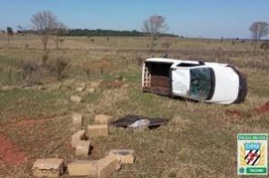 Condutor capota e abandona veículo com mais de 450 kg de maconha