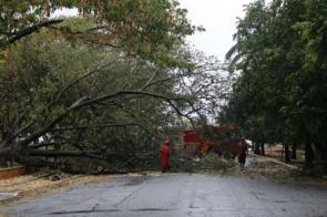 Com mais de 800 raios, temporal deixou 39 bairros sem energia elétrica