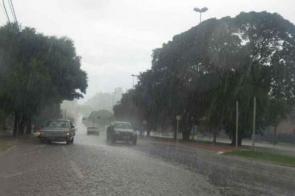 Inmet emite alerta de perigo para chuva intensa com ventos de até 60 km/h em MS