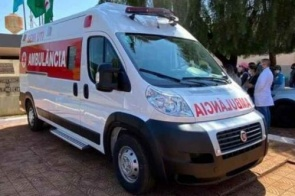 Ambulância desaparecida com ocupantes é encontrada atolada em estrada vicinal