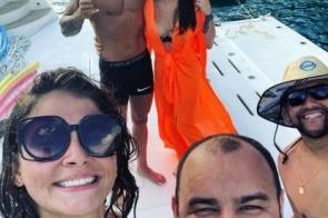 Gusttavo Lima e Andressa Suita curtem passeio de iate juntos em Angra dos Reis
