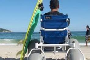 Proposta obriga cidades turísticas a oferecerem acesso à praia para pessoas com deficiência