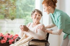 Fiocruz lança cartilhas para orientar cuidadores de idosos durante a pandemia