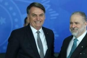 Transparência Internacional aponta excessiva proximidade entre Aras e Bolsonaro