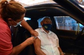 Drive-thru da Covid-19 irá vacinar cerca de 200 pessoas por dia
