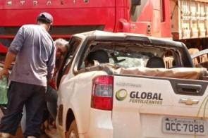 Motorista fica preso às ferragens após colisão entre carro e carreta  no município de Itaporã