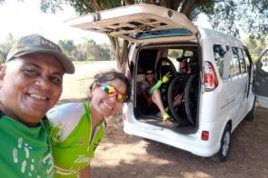 Há 1 ano, Carlos lucra resgatando ciclistas em apuros nas estradas