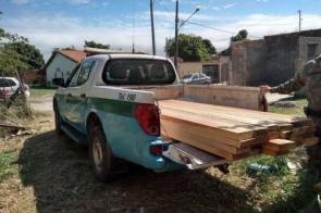 Homem é autuado por armazenamento de madeira ilegal