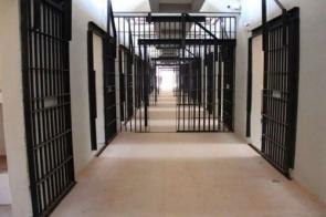 Com 5 mil casos de Covid-19, sistema prisional mantém visitas suspensas