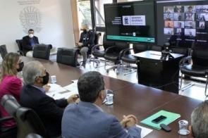 Para desburocratizar o Estado, Reinaldo Azambuja revoga 4.433 decretos