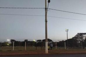 Populares ignoram parques fechados e encontram brechas para uso do espaço