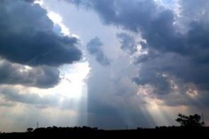 Meteorologia prevê fim de semana com chuva e chegada de nova onda de frio