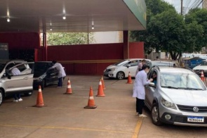 Drive-thru segue com vacinas para 58 anos ou mais nesta segunda no Jorjão