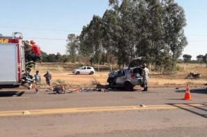 Mulher morre ao tentar conversão com veículo e colidir em carreta