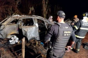 Fogo em veículo após fuga cinematográfica em Dourados queimou 800kg de maconha