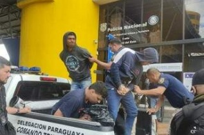 Membros do PCC presos na fronteira com MS são entregues à polícia brasileira