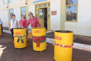 Trabalho voluntário da Primeira-dama Lurdinha visa higiene e mais eficiência na coleta de lixo em Itaporã