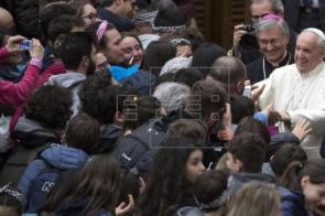 "Papa pede ajuda aos pobres e critica os que ""gastam alegremente"""