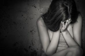 Homem participa de estupro coletivo contra a própria filha
