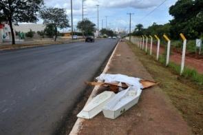 Garis encontram caixões à beira da pista e acionam a Polícia Militar