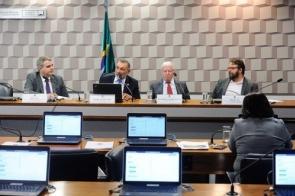 Modelo educacional brasileiro exclui os mais pobres, aponta debate