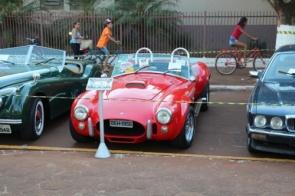 Feira cultural de Itaporã propiciou volta ao passado com exposição de carros antigos