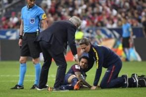 Daniel Alves não será submetido a cirurgia e deve ir à Copa da Rússia