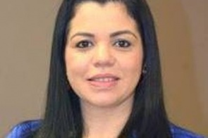 Completando idade nova nesta terça-feira (09) a farmacêutica Fabiana Vicente de Paula