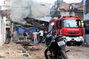 Prédio de quatro andares desaba em Salvador. Uma criança e um homem estão soterrados