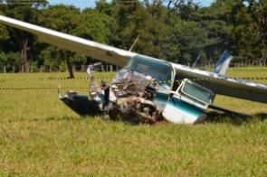 Piloto e neto feridos em queda de avião estão estáveis e serão transferidos