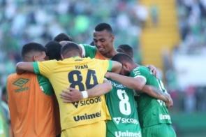 Chapecoense bate Atlético-MG nos pênaltis e vai às quartas da Copa do Brasil
